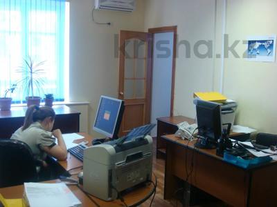 Здание, площадью 901 м², Темирханова 1а за 230 млн 〒 в Атырау — фото 5