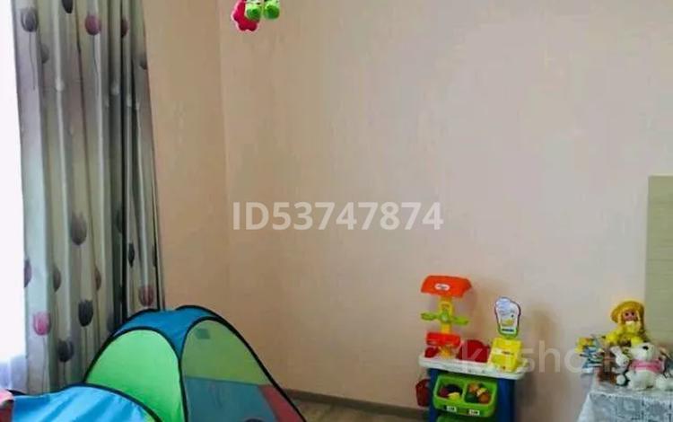 2-комнатная квартира, 60 м², 2/2 этаж, 2 мкр 5 за 8.5 млн 〒 в Чапаеве