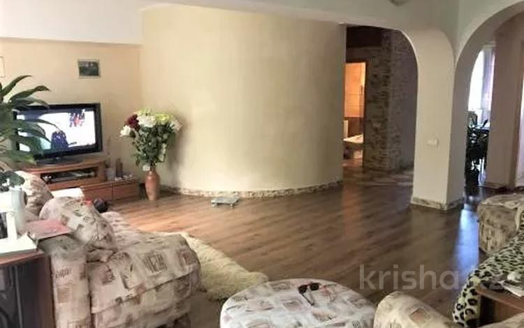 2-комнатная квартира, 80 м², 3/5 этаж, Каирбекова — Гоголя за 37 млн 〒 в Алматы, Медеуский р-н
