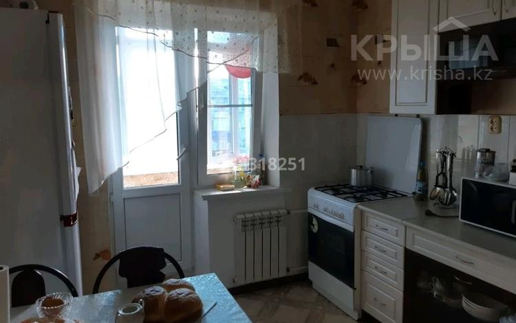 2-комнатная квартира, 54 м², 5/5 этаж, мкр. 4 за 14 млн 〒 в Уральске, мкр. 4