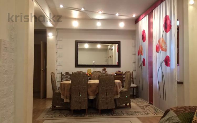 3-комнатная квартира, 76 м², 2/4 этаж, Бульвар Мира 11 — Ерубаев за 30 млн 〒 в Караганде, Казыбек би р-н