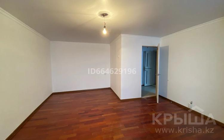 1-комнатная квартира, 38.5 м², 5/5 этаж, Республика за 9.5 млн 〒 в Нур-Султане (Астане), Сарыарка р-н