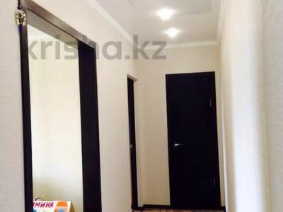 2-комнатная квартира, 55 м², 4/5 этаж, Молдагуловой 17/1 за 14 млн 〒 в Усть-Каменогорске