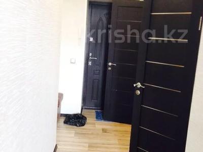 2-комнатная квартира, 55 м², 4/5 этаж, Молдагуловой 17/1 за 14 млн 〒 в Усть-Каменогорске — фото 2