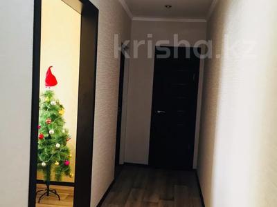 2-комнатная квартира, 55 м², 4/5 этаж, Молдагуловой 17/1 за 14 млн 〒 в Усть-Каменогорске — фото 4