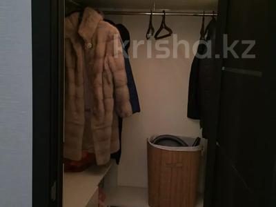 2-комнатная квартира, 55 м², 4/5 этаж, Молдагуловой 17/1 за 14 млн 〒 в Усть-Каменогорске — фото 7