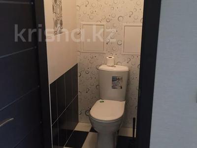 2-комнатная квартира, 55 м², 4/5 этаж, Молдагуловой 17/1 за 14 млн 〒 в Усть-Каменогорске — фото 9
