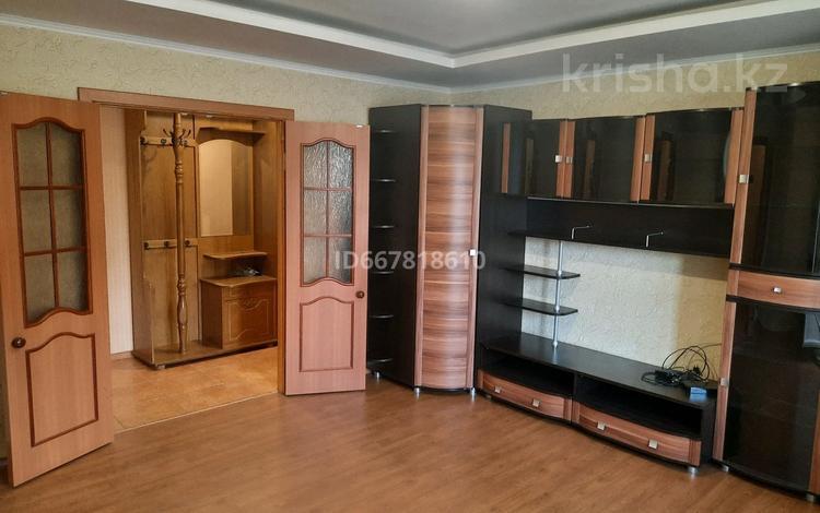 2-комнатная квартира, 54 м², 2/10 этаж, улица Сатпаева 12 за 11.5 млн 〒 в Экибастузе