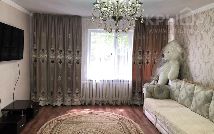 4-комнатный дом, 108.8 м², 10 сот., Мира — Центральная за 18 млн 〒 в Караоткеле