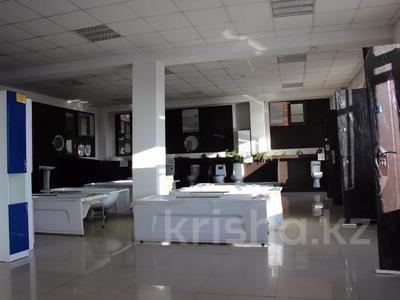 Здание, площадью 2600 м², Молокова за 340 млн 〒 в Караганде, Казыбек би р-н — фото 2