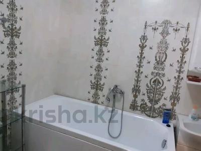 2-комнатная квартира, 80 м², 4/6 этаж посуточно, Женис — Кунаева за 12 000 〒 в Уральске — фото 7