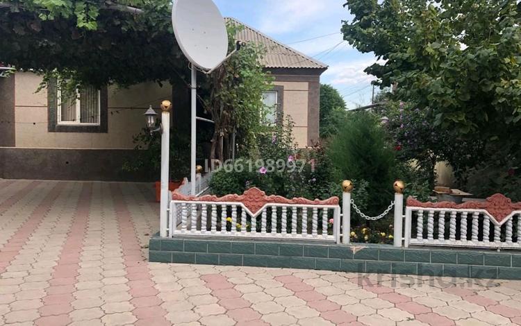 6-комнатный дом, 200 м², 25 сот., Мерке за 25 млн 〒