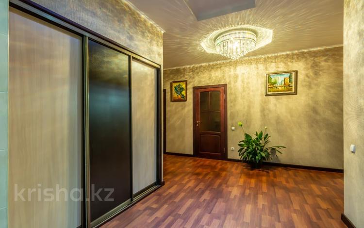 4-комнатная квартира, 200 м², 13/30 этаж посуточно, Аль-Фараби 7 за 50 000 〒 в Алматы