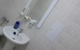 2-комнатная квартира, 50 м², 1/9 этаж посуточно, мкр 5 128 за 10 000 〒 в Актобе, мкр 5