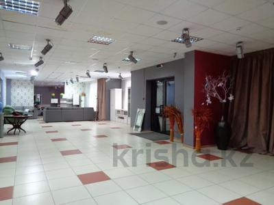 Магазин площадью 382 м², Молдагуловой 36 — Санкибай батыра за 121 млн 〒 в Актобе, Новый город — фото 2