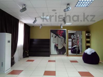 Магазин площадью 382 м², Молдагуловой 36 — Санкибай батыра за 121 млн 〒 в Актобе, Новый город — фото 12