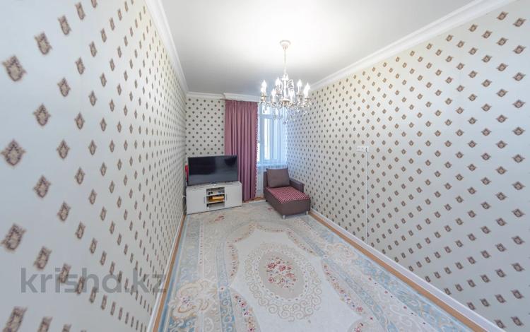 2-комнатная квартира, 60 м², 9/10 этаж, Каиыма Мухамедханова 27 за 22.9 млн 〒 в Нур-Султане (Астана), Есиль р-н
