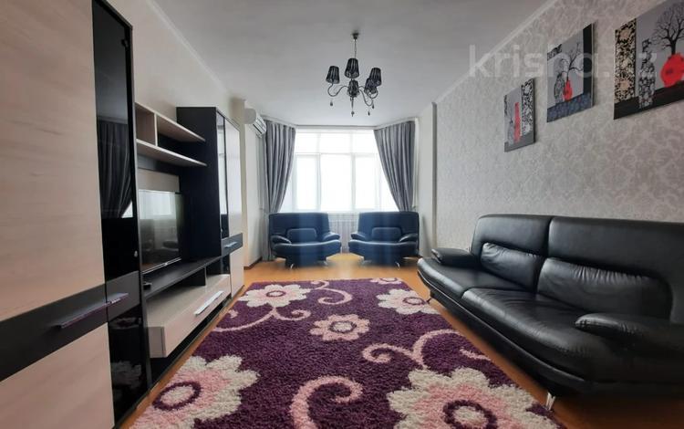 2-комнатная квартира, 62 м², 3/9 этаж помесячно, Сатпаева 2в за 200 000 〒 в Атырау
