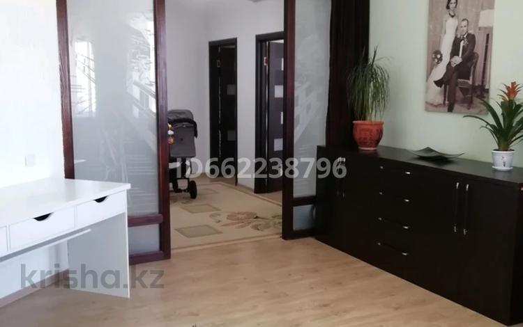 2-комнатная квартира, 78 м², 2/12 этаж, 11 мкр. Ул. Локомотивная 7 за 17 млн 〒 в Актобе