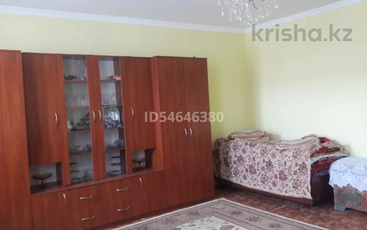 2-комнатная квартира, 62 м², 2/2 этаж, 3 укр квартал за 6.5 млн 〒 в