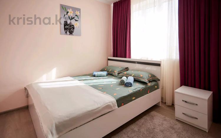 2-комнатная квартира, 56 м², 2/3 этаж посуточно, мкр Акбулак, Сарытогай 19 за 11 000 〒 в Алматы, Алатауский р-н