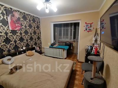 2-комнатная квартира, 52 м², 1/5 этаж, мкр Аксай-3Б, Яссауи — Толе Би за 23 млн 〒 в Алматы, Ауэзовский р-н