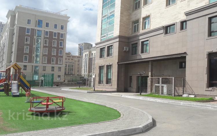 5-комнатная квартира, 300 м², 3/7 этаж, Мәңгілік Ел 29 за 165 млн 〒 в Нур-Султане (Астана), Есиль р-н