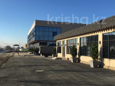 Здание, мкр Водников-2, Бейбарыса 244 площадью 1100 м² за 4 000 〒 в Атырау, мкр Водников-2 — фото 3