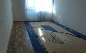 2-комнатная квартира, 65 м², 5/9 этаж помесячно, 11 мкр 84 за 65 000 〒 в Актобе, мкр 11