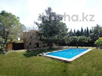 9-комнатный дом, 404 м², 200 сот., Баньолес за 357 млн 〒