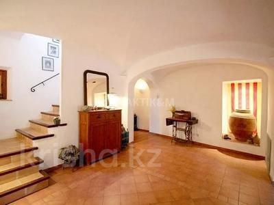 9-комнатный дом, 404 м², 200 сот., Баньолес за 357 млн 〒 — фото 32