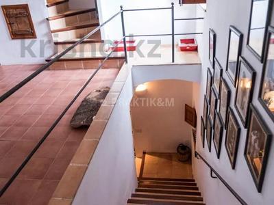9-комнатный дом, 404 м², 200 сот., Баньолес за 357 млн 〒 — фото 34