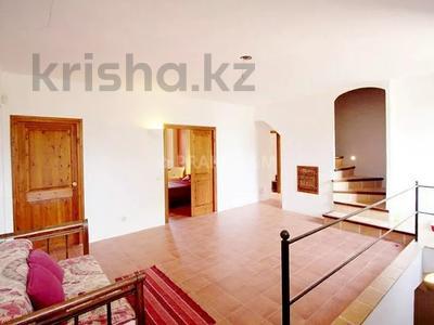 9-комнатный дом, 404 м², 200 сот., Баньолес за 357 млн 〒 — фото 36