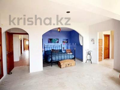 9-комнатный дом, 404 м², 200 сот., Баньолес за 357 млн 〒 — фото 40