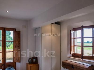 9-комнатный дом, 404 м², 200 сот., Баньолес за 357 млн 〒 — фото 43