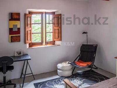 9-комнатный дом, 404 м², 200 сот., Баньолес за 357 млн 〒 — фото 53