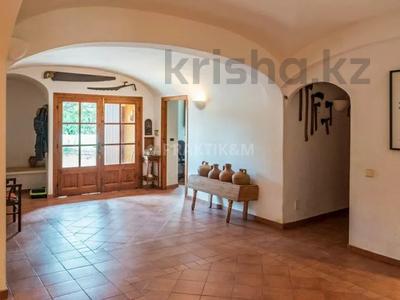 9-комнатный дом, 404 м², 200 сот., Баньолес за 357 млн 〒 — фото 9