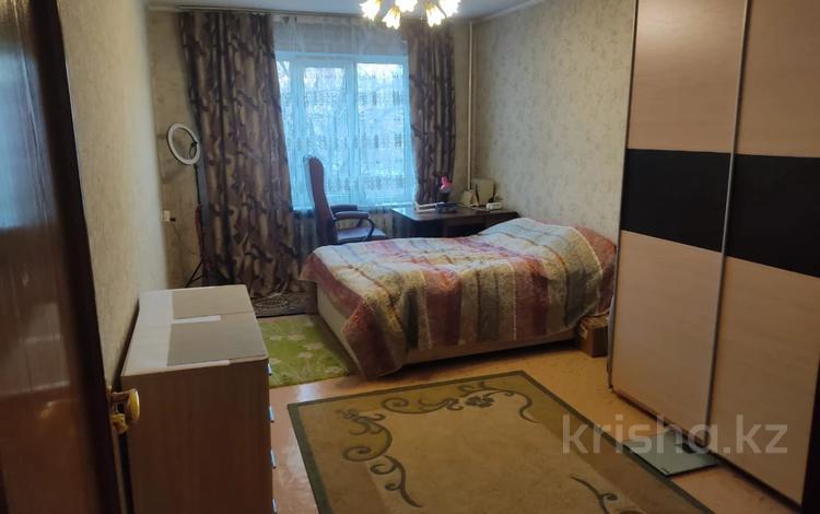 2-комнатная квартира, 51 м², 2/5 этаж, мкр №6, Янтарная за 25.5 млн 〒 в Алматы, Ауэзовский р-н