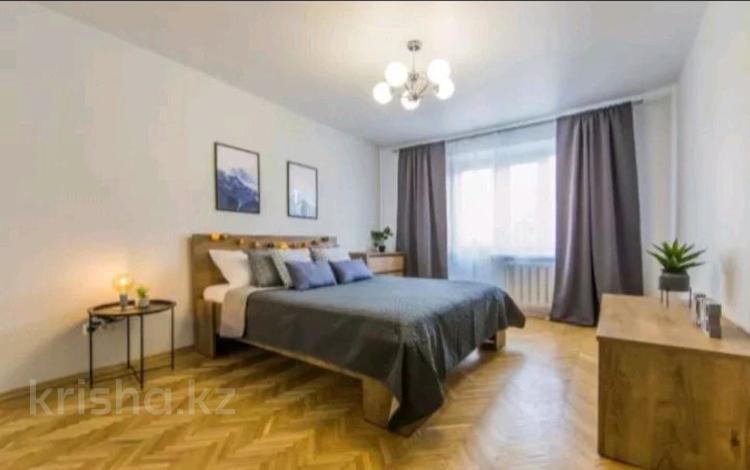 1-комнатная квартира, 50 м², 6/8 этаж посуточно, Батыс2 4 — Анвар за 10 000 〒 в Актобе, мкр. Батыс-2