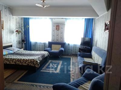 1-комнатная квартира, 50 м², 2/5 этаж посуточно, Каратал 19а — Сити Плюс за 6 000 〒 в Талдыкоргане
