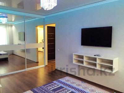 1-комнатная квартира, 36 м², 7/9 этаж посуточно, Камзина 60 — Шевченко за 8 000 〒 в Павлодаре