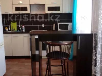 1-комнатная квартира, 40 м², 4/4 этаж посуточно, 72 квартал 14 за 6 000 〒 в Семее — фото 3