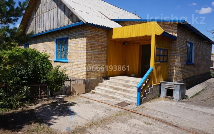 5-комнатный дом, 200 м², 40 сот., Абая за 4 млн 〒 в Аркалыке