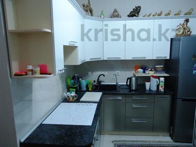 2-комнатная квартира, 60 м², 9/12 этаж, мкр Акбулак, 1-я улица за 24 млн 〒 в Алматы, Алатауский р-н