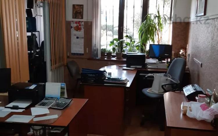 Магазин площадью 156 м², Жансугурова за 50 млн 〒 в Алматы, Жетысуский р-н
