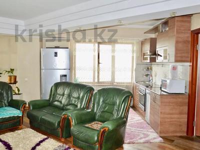 3-комнатная квартира, 90 м², 11/16 этаж посуточно, Байсетовой 49 — Сатпаева за 13 000 〒 в Алматы — фото 3