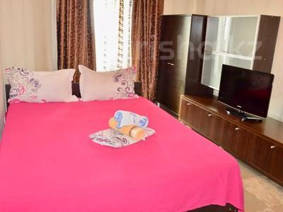 3-комнатная квартира, 90 м², 11/16 этаж посуточно, Байсетовой 49 — Сатпаева за 13 000 〒 в Алматы — фото 7