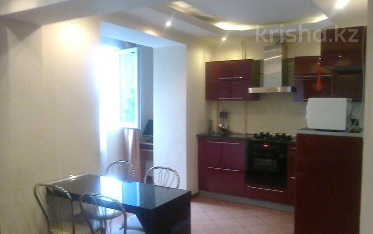 3-комнатная квартира, 85 м², 3/5 этаж помесячно, Достык — Омаровой за 240 000 〒 в Алматы, Медеуский р-н