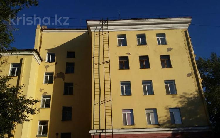 3-комнатная квартира, 70 м², 5/5 этаж, Б.Мира 24 — Театральная за 22 млн 〒 в Караганде, Казыбек би р-н
