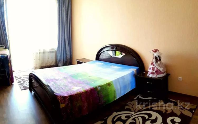 2-комнатная квартира, 70 м², 1/6 этаж посуточно, Жана КалаАбая центр — Абая-Фролова за 8 000 〒 в Костанае